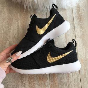 NWT Nike ID Roshe One Custom Gold Swoosh NWT